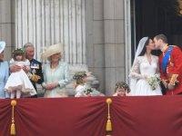 esküvőn untakozó gyerek